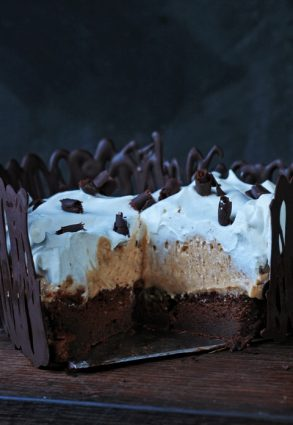 Blond Chocolate Mousse Cake