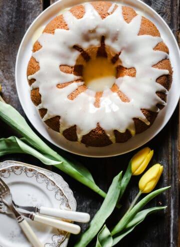 Vanilla bundt cake from above