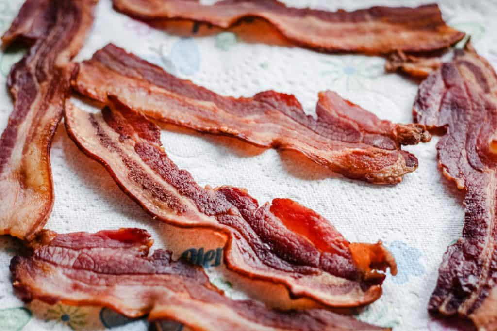 Bacon resting on kitchen paper